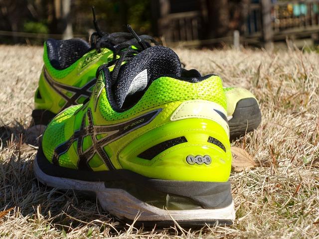 běžecké boty na trávě