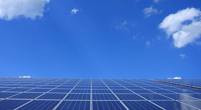 solární panely na na budově