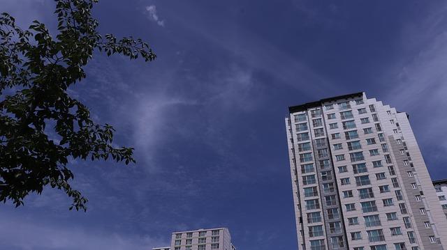 nebe a panelák