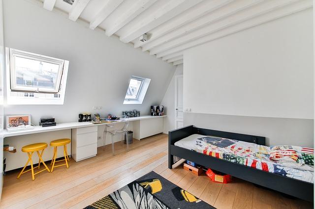 Pokoj, dětský pokoj, byt.