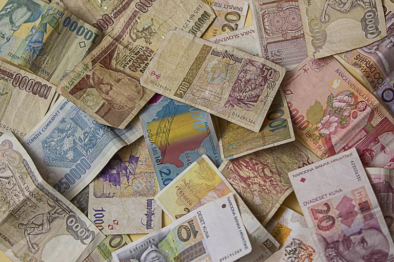 různé měny