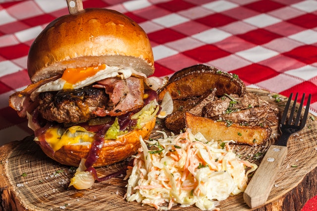 tučné jídlo, hamburger